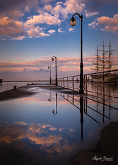 Summer reflection (Magda Banach) Tags: canon canoneos5dmarkiv darpomorza gdynia city clouds colors lamps lanterns museum nazewnątrz niebieski niebo outdoor outside poland polska puddles reflection sailing sky summer sunset view water zachódsłońca pomorskie pl
