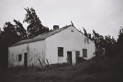 Abandoned House, Paarl, South Africa (Semjaja) Tags: blackandwhite blackandwhitefilm voigtlander voigtlanderprominent nokton nokton1550mm nokton50mm ilford ilfordpanf panf 35mm 35mmcamera 35mmfilm film filmlives filmsnotdead filmphotography filmcamera ishootfilm shootfilm shotonfilm abandoned classiccamera ruraldecay paarl southafrica