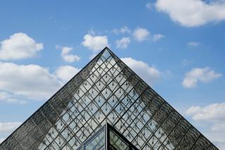 Pyramid diagonals and clouds
