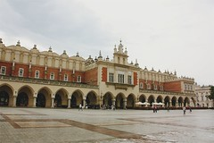 Kraków Cloth Hall (Gondolin Girl) Tags: krakow poland europe travel city holiday holidays break citybreak architecture church clothhall mainsquare rynekglowny