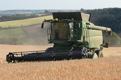 John Deere T560 I Hill Master Combine Harvester cutting Winter Barley (Shane Casey CK25) Tags: john deere t560 i hill master combine harvester cutting winter barley jd green moogely grain harvest grain2018 grain18 harvest2018 harvest18 corn2018 corn crop tillage crops cereal cereals golden straw dust chaff county cork ireland irish farm farmer farming agri agriculture contractor field ground soil earth work working horse power horsepower hp pull pulling cut knife blade blades machine machinery collect collecting mähdrescher cosechadora moissonneusebatteuse kombajny zbożowe kombajn maaidorser mietitrebbia nikon d7200 hillmaster