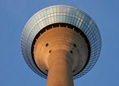 Fernsehturm oder Ufo? ;-) (kalakeli) Tags: düsseldorf august 2018 fernsehturm rhinetower rheinturm sky himmel