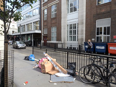Middleton Place. 20180817T15-34-49Z-P8171154 (fitzrovialitter) Tags: england gbr geo:lat=5151839000 geo:lon=014122000 geotagged oxfordcircus unitedkingdom westendward peterfoster fitzrovialitter city camden westminster streets rubbish litter dumping flytipping trash garbage urban street environment london fitzrovia streetphotography documentary authenticstreet reportage photojournalism editorial captureone olympusem1markii mzuiko 1240mmpro microfourthirds mft m43 μ43 μft ultragpslogger geosetter exiftool linearresponse