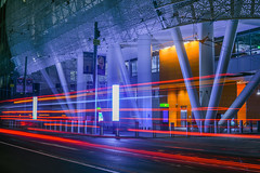 muni intercity bus entrance (pbo31) Tags: bayarea california nikon d810 color summer 2018 boury pbo31 sanfrancisco city urban night black dark lightstream motion traffic roadway red financialdistrictsouth transit center salesforce purple beale street
