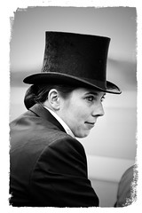 (photochoup) Tags: iffezheim rennbahn pferd noirblanc black withe chapeau 🎩 dame frau madame yeux badenbaden noir et blanc femme regard