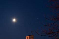 Moon, Mars, Saturn and Nunki / @ 55 mm / 2018-04-08 (astrofreak81) Tags: mars saturn nunki moon luna mond planet stars tree light night sky dark konjunktion konstellation dresden 20180408
