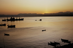 Sunset at the harbour (motohakone) Tags: jemen yemen arabia arabien dia slide digitalisiert digitized 1992 westasien westernasia ٱلْيَمَن alyaman kodachrome paperframe