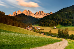 The Little House (Ellen van den Doel) Tags: 2018 lines johann building di church magdalena dolomiti italie italy berg dolomieten bos holiday clouds outdoor trees field dolomites villnoss green st forest bomen grass sky villnös funes travel val mountain trentinoaltoadige italië it