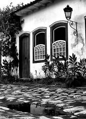 Arquitetura Colonial, Paraty RJ - Brasil! (jvaladaofilho) Tags: valadaoj brasil rj paraty cenasurbanas cityscape streetview streetphotography blackwhite monochrome pretoebranco monocromatico architecture arquitetura