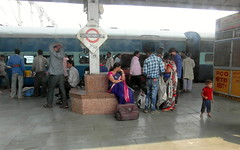 allahabad junction (kexi) Tags: india asia railway platform station people passengers travelers allahabadjunction many samsung wb690 february 2017 text sign train instantfave