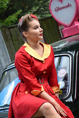 Goodwood Revival 2018 (Sean Sweeney, UK) Tags: red portrait people fashion yellow vintage model nikon uniform candid racing d750 motor dslr goodwood revival 2018 70300 goodwoodrevival glamcab glamcabs goodwoodrevival carry cabby carryoncabby