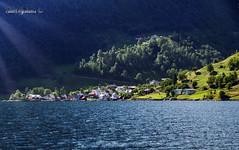 Naeroyfjord (Geert E) Tags: noorwegen norway fjord naeroyfjord landschap landscape sunbeams