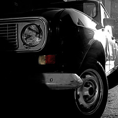 Renault 4 - Pisa, Italia (pom'.) Tags: 4l renault4 renault car vintagecar pisa toscana italia italy europeanunion panasonicdmctz101 april 2018 100 200