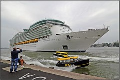 Busy Rotterdam! Departure of Independence of the Seas with watertaxi's crossing the bow! (wrblokzijl) Tags: independenceoftheseas independenceots cruiseship cruiseschip royalcaribbean kreuzfartschiff cruiseliner oceanliner cruise naviredecroisière paquebot boat ship 遊輪 круизное судно crucero nave crociera croisière navire cruzeiro krydstogtskib κρουαζιερόπλοιο cruiseskip risteilyalus 游轮 kryssningsfartyg クルーズ船 rotterdam port kryssningsfartyget bateaudecroisière nlrtm wilhelminakade cruiseport departure watertaxi
