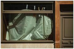 A l'abri de l'été (afantelin) Tags: iledefrance paris6earrondissement vitrine plastique porte