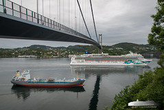 Tarnfors & Norwegian Jade (Aviation & Maritime) Tags: tarnfors norwegianjade tanker tankership tankerforoilchemicals oiltanker chemicalstanker cruiseship cruise ncl norwegiancruiseline bergen norway