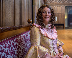 A lady in the Gothic hall (zilverbat.) Tags: denhaag palace kneuterdijk lady raadvanstate paleis zilverbat people portrait bild thenetherlands dutch thehague peopleofthehague woman timelife centrum gothic hall monumentendag open face decor style brokaat history sofa dame pink pijpenkrullen