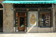 Vigo (hans pohl) Tags: espagne galice vigo architecture magasins boutiques shops fenêtres windows portes doors
