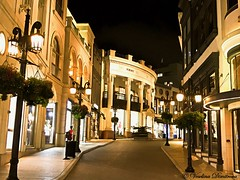 Two Rodeo, Beverly Hills, California (Veselina Dimitrova) Tags: nightlife nighttime cityatnight rodeo drive streets street lights nightshot bestofthenight bestoftheday nightphoto nightphotography cityview city shopping boutiques night unitedstates usa california beverlyhills rodeodrive