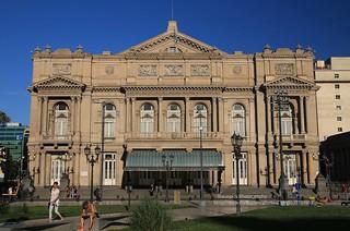 Buenos Aires, Avenida 9 de Julio, Teatro Colón