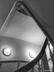 Staircase to Dinner (Sockenhummel) Tags: treppe treppenhaus schwarzweis blackwhite iphone stairway staircase stairwell architektur architecture haus gebäude escaliers