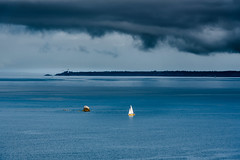 Mer d'Iroise ,Finistère,Bretagne. (yann2649) Tags: sea merdiroise camaret brittany phare bleu orage lighthouse bretagne france french bateau boat crozon