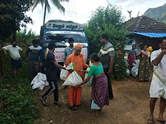 """Kerala Flood Relief Work by Ramakrishna Mission, Coimbatore <a style=""""margin-left:10px; font-size:0.8em;"""" href=""""http://www.flickr.com/photos/47844184@N02/29571566627/"""" target=""""_blank"""">@flickr</a>"""