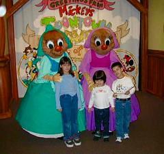 Suzy & Perla (moacirdsp) Tags: suzy perla toontown fantasyland disneys magic kingdom walt disney world florida usa 2001