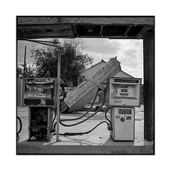 gas • oro grande, ca • 2018 (lem's) Tags: gas station abandonned service pumps pompes oro grande ca california ghost town ville fantome rolleiflex t
