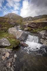 Wales 002 (maurovinco) Tags: stream waterfall mountains clouds sky cascate nuvole cielo acqua torrente montagne wales galles nikon d750