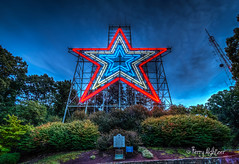 Roanoke Star Shines Red White and Blue for 911 Remembrance 2018 (Terry Aldhizer) Tags: roanoke star red white blue 911 remembrance september 11 2018 twilight evening mill mountain city virginia sky ridge mountains terry aldhizer wwwterryaldhizercom