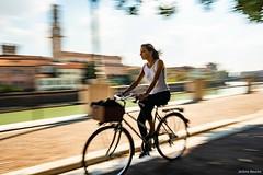 Véronaise en vélo !!! (uluqui) Tags: fuji fujifilm xtrans italie italy polarizing polarizingfilter verona vérone filé bicyclette bicycle bike pictureyarn cathédralesantamariamatricolaredevérone cattedraledisantamariamatricolare