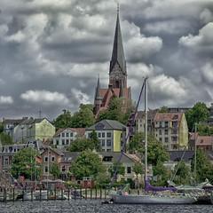 Blick auf St. Jürgen - Flensburg (Doblinus) Tags: hafen nikcolorefexpro segelboote flensburg stjürgenkirche nikond50 schleswigholstein nikkor1870mmf3545 wolken wasser deutschland de