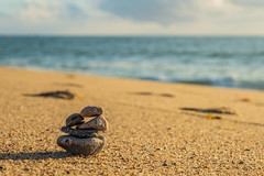 Beach pebbles stack (Y-LG) Tags: 06000000 06006000 06006007 compositionettypedephoto continentsetpays environnement europe fr fra france iptcnewscodes iptcsubjects laturballe lieux loireatlantique motsclésgénériques océans paysdelaloire paysage ressourcesnaturelles environmentalissue naturalresources oceans