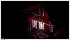 Die weissen Fenster / The white windows (Reto Previtali) Tags: fenster haus schweiz stgallen werdenberg fassade alt rot schwarz meteo dach ziegel linien kanten ecken flickr nikon licht