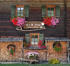 Sappada (Jolivillage) Tags: jolivillage village borgo pueblo sappada friuli italie italia italy europe europa maison house casa fenêtres finestre windows fleurs fiori flowers bois legno old picturesque geotagged chalet