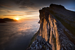 Hesten (Ela Dzimitko) Tags: norwegia norway senja hesten segla kongen fjord fjordgard mefjord sunset sun clouds weather water dramatic atmospheric ridge light mountains mountain rock eladzimitko stunningoutdoors arctic arcticislands arcticcircle north island lee leefilters