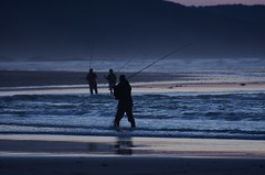 fishermen at the blue hour (roberto parravicini) Tags: peolple ocean sky sand beach water sea orablu bluehour pescatori fishermen fishingrpds cannedapesca spain spagna galizia galicia d7200