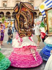 """2010-01-28 Desfile Inaugural de Carnaval en Montevideo (26) - Lis Mascaris, eine Gruppe von Kuenstlern aus Italien ist zu Gast beim """"Desfile Inaugural de Carnaval"""" (Umzug zur Eroeffnung des Karnevals) in Montevideo, Uruguay (mike.bulter) Tags: bild carnaval carnival centro desfileinauguraldelcarneval2010 gemälde karneval karnevalsumzug kunst lismascaris montevideo parade southamerica suedamerika umzug uruguay ury"""