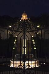 Bahá'í beyond the gate (afagen) Tags: israel haifa germancolony terracesofthebaháífaith baháíworldcentre bahaiworldcentre shrineofthebáb shrineofthebab terraces night gate favorite ישראל