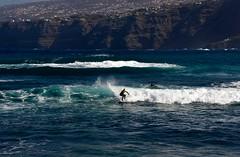 BAILANDO SOBRE LAS OLAS (marthinotf) Tags: tenerife puertodelacruz marrevuelto vientos surf deportesobrelasolas islascanarias airepuro losrealejos ciudaddevacaciones clima maratlantico mer canarias climasuave vientosaliseos