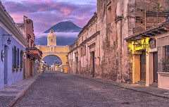 Antigua (Fil.ippo) Tags: antigua guatemala sunrise alba volcano agua pink sky clouds cityscape architecture unesco filippo filippobianchi d610 arch santacatilina
