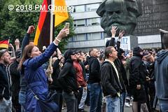 """Pegida-AfD-Pro Chemnitz Trauermarsch und Gegenprotest """"Herz statt Hetze"""" – 01.09.2018 – Chemnitz –IMG_6588 (PM Cheung) Tags: chemnitz neonazis hetzjagd danielh herzstatthetze afd alternativefürdeutschland pegida nazis rechtsextremisten prochemnitz antifa antifademonstration egotronic antifastattdeutschland 2018 01082018 wwwpmcheungcom sachsen demonstration schweigemarsch trauermarsch björnhöcke lutzbachmann hooligans antinaziproteste naziaufmarsch gegendemonstration blockade npd polizei karlmarxmonument polizeieinsatz pomengcheung antifabündnis protest auseinandersetzungen blockaden pmcheung mengcheungpo pmcheungphotography linksradikale aufmarsch rassismus facebookcompmcheungphotography rechtspopulismus"""