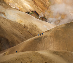 Kerlingarfjöll (elosoenpersona) Tags: iceland kerlingarfjöll trek trekkers walkers people travel trip misty mountains volcanic textures elosoenpersona hveradalir