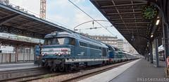 Mémé se repose ! (Un Ninternaute) Tags: sncf train speciaux transspécial parisgaredelest hist histoire historique bb67400 bb67556 bb67400bleue diesel