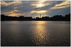 Berlin, Malchower See - Abend (tom-schulz) Tags: x100f rawtherapee gimp rahmen frame berlin thomasschulz see teich wasser wellen silhouette licht strommast himmel abend wolken