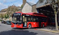 BEL2516 Metroline (KLTP17) Tags: bel2516 metroline adl enviro200 mmc electric byd lj18fho ht holloway bus garage