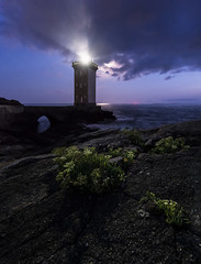 At the end of Bretagne (Ch3micals) Tags: faro noche light landscape france bretagne