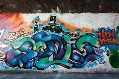 Street Art, Paris (8277) (cfalguiere) Tags: france building art iledefrance paris architecture outdoor streetart graffiti datepub2018q308 bridge batiment bâtiment exterieur extérieur