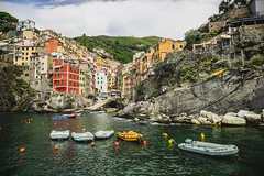 Riomaggiore, Cinque Terre, Italy (Niklas FliNdt) Tags: riomaggiore italy mediteran mitelmeer mittelmeer ocean harbour hafen city stadt italien travel reisen landscape rocks mountain hill sky sun sunny touristic vacation europe cinque terre toscana genua
